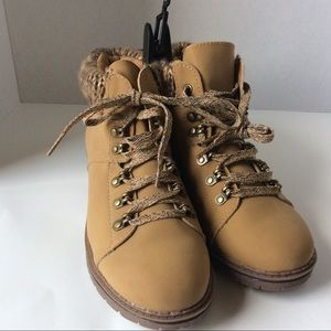 Time and Tru Memory Foam Women's Boots 8 1/2 NWT